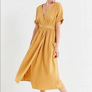NWT Urban Outfitters Gabrielle linen midi dress